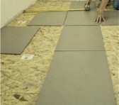 Le processus de carrelage du sol thumbnail